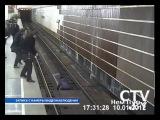 Девушка бросилась под поезд метро на станции